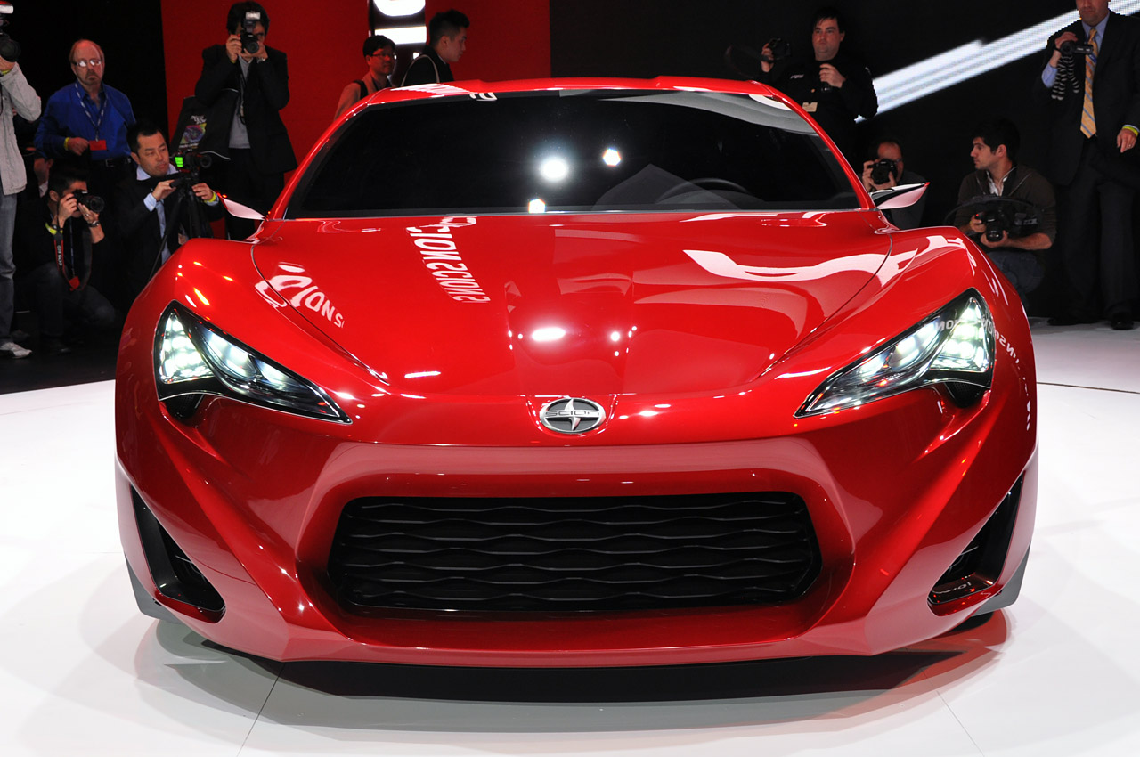 toyota scion fr s is bringing sport back bravura magazine. Black Bedroom Furniture Sets. Home Design Ideas