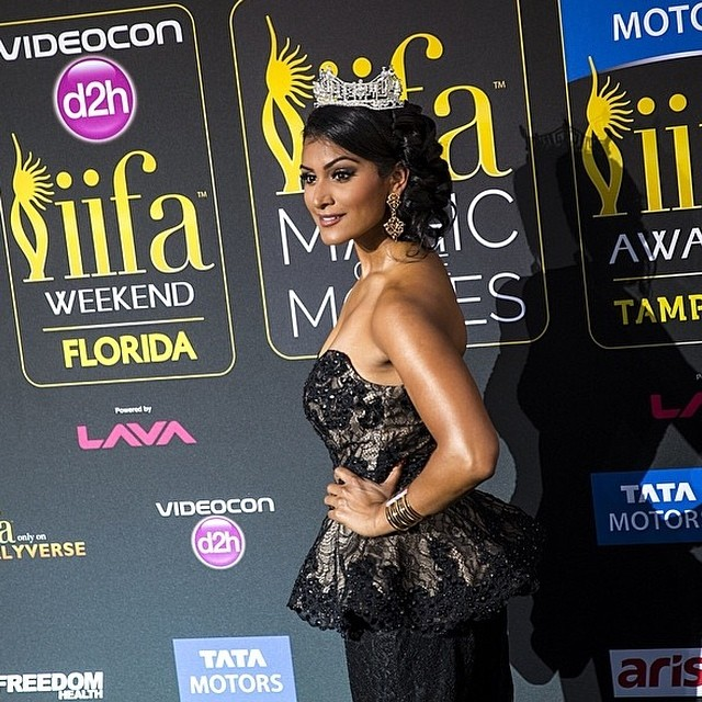 Another amazing shot of #MissAmerica #NinaDavaluri during #IIFA weekend #greencarpet #magicofthemovies #iifa2014 #iifaawards #bollywood #bollywoodawards #2014iifa #2014iifaawards
